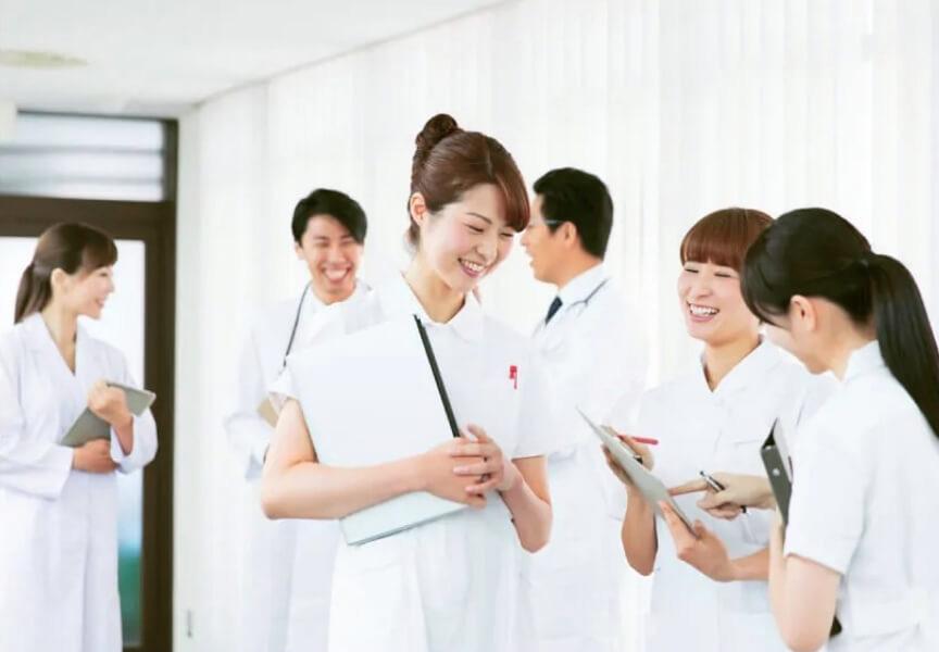 看護婦などのスタッフも通常のクリニックより多く配置